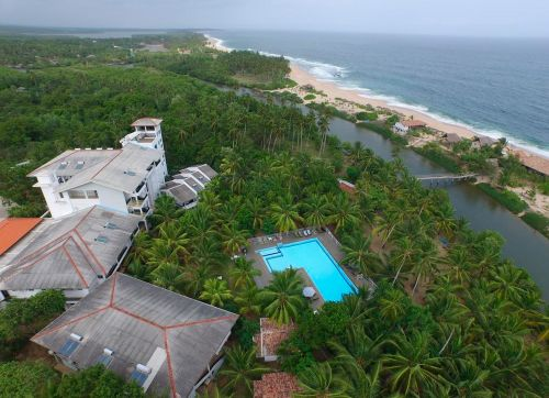 Lagoon Paradise Beach Resort 4*